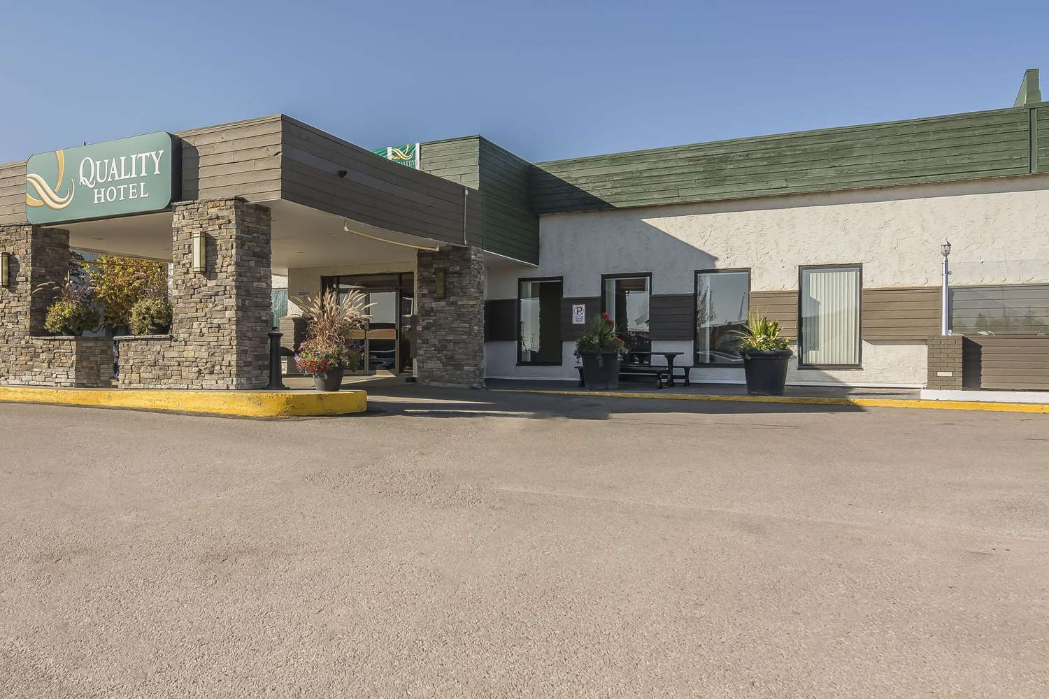 Exterior view - Quality Hotel & Conference Centre Fort McMurray