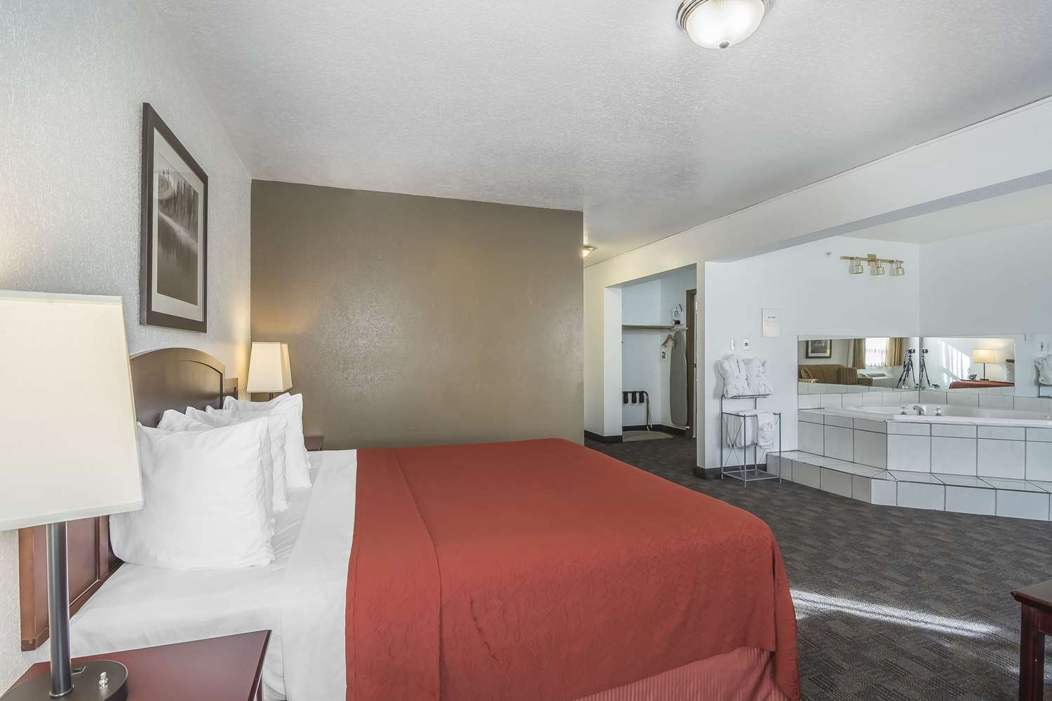 Room - Quality Hotel & Conference Centre Fort McMurray