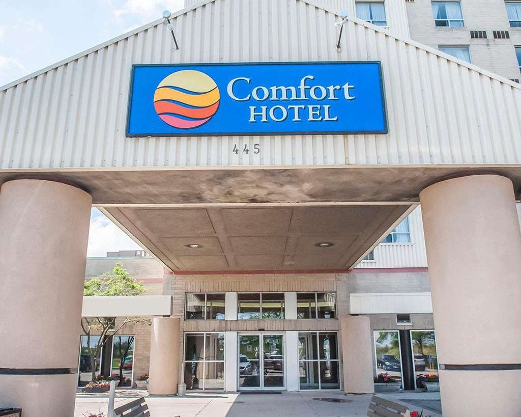 Book Now Comfort Hotel Airport North (Etobicoke, Canada). Rooms Available for all budgets. Located near the airport and downtown Toronto the non-smoking Comfort Hotel Airport North treats guests to free high-speed internet access and free airport shuttle service. Th