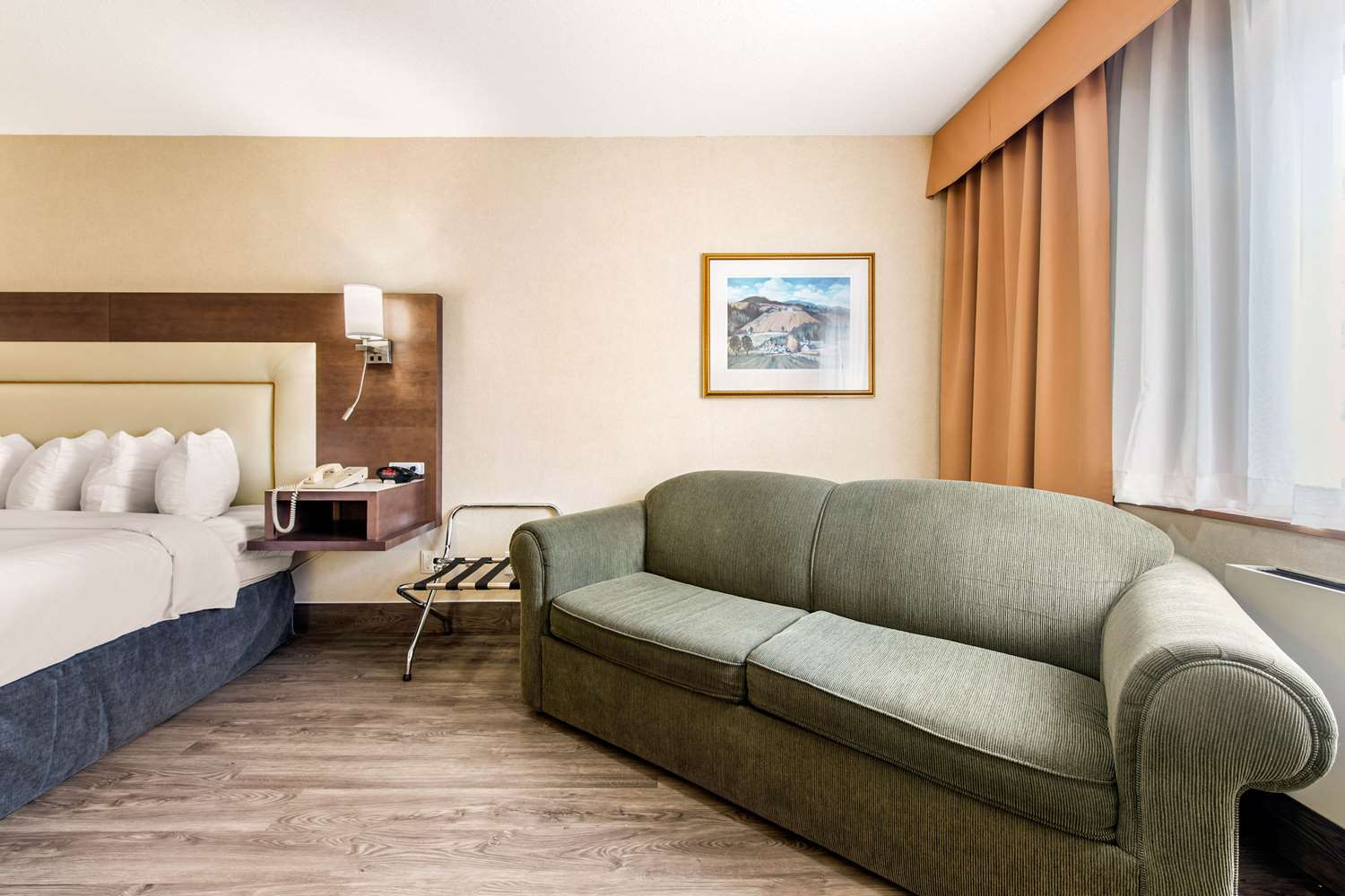 Room - Quality Inn & Suites Gatineau