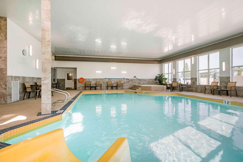 Pool - Comfort Inn & Suites Red Deer