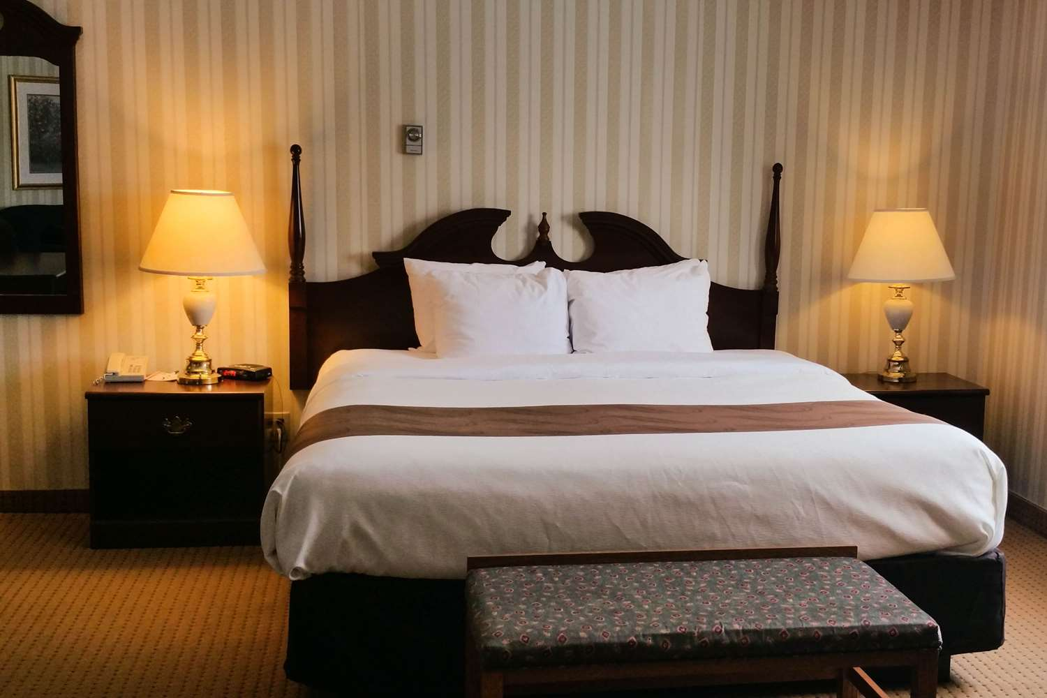 Room - Quality Hotel & Suites Sherbrooke