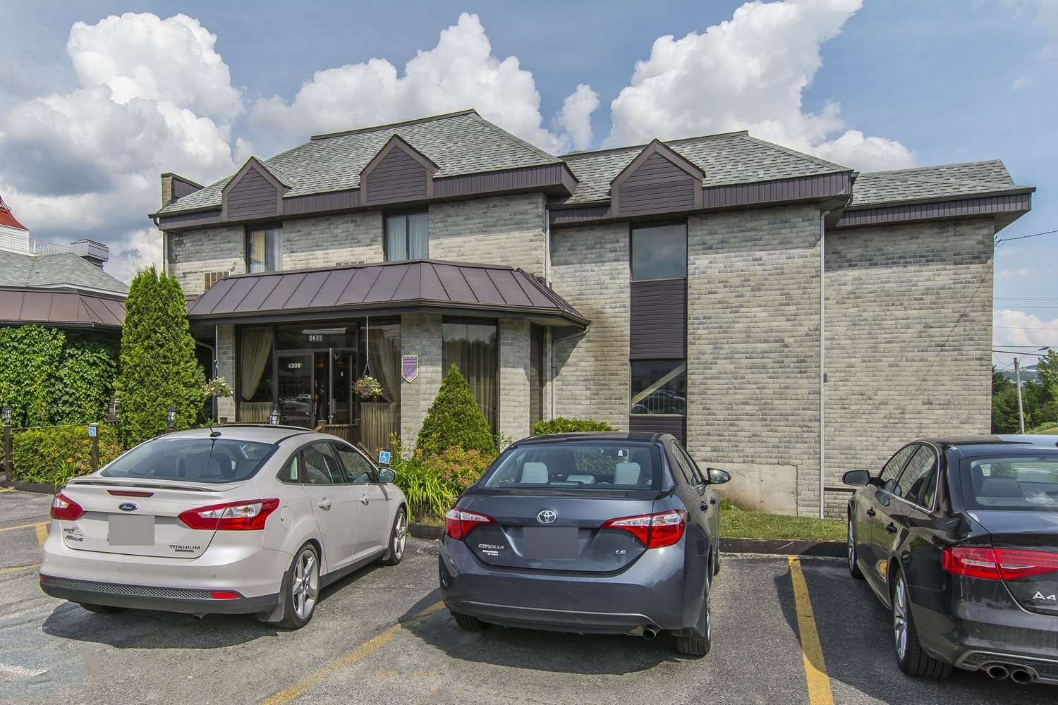 Exterior view - Quality Hotel & Suites Sherbrooke