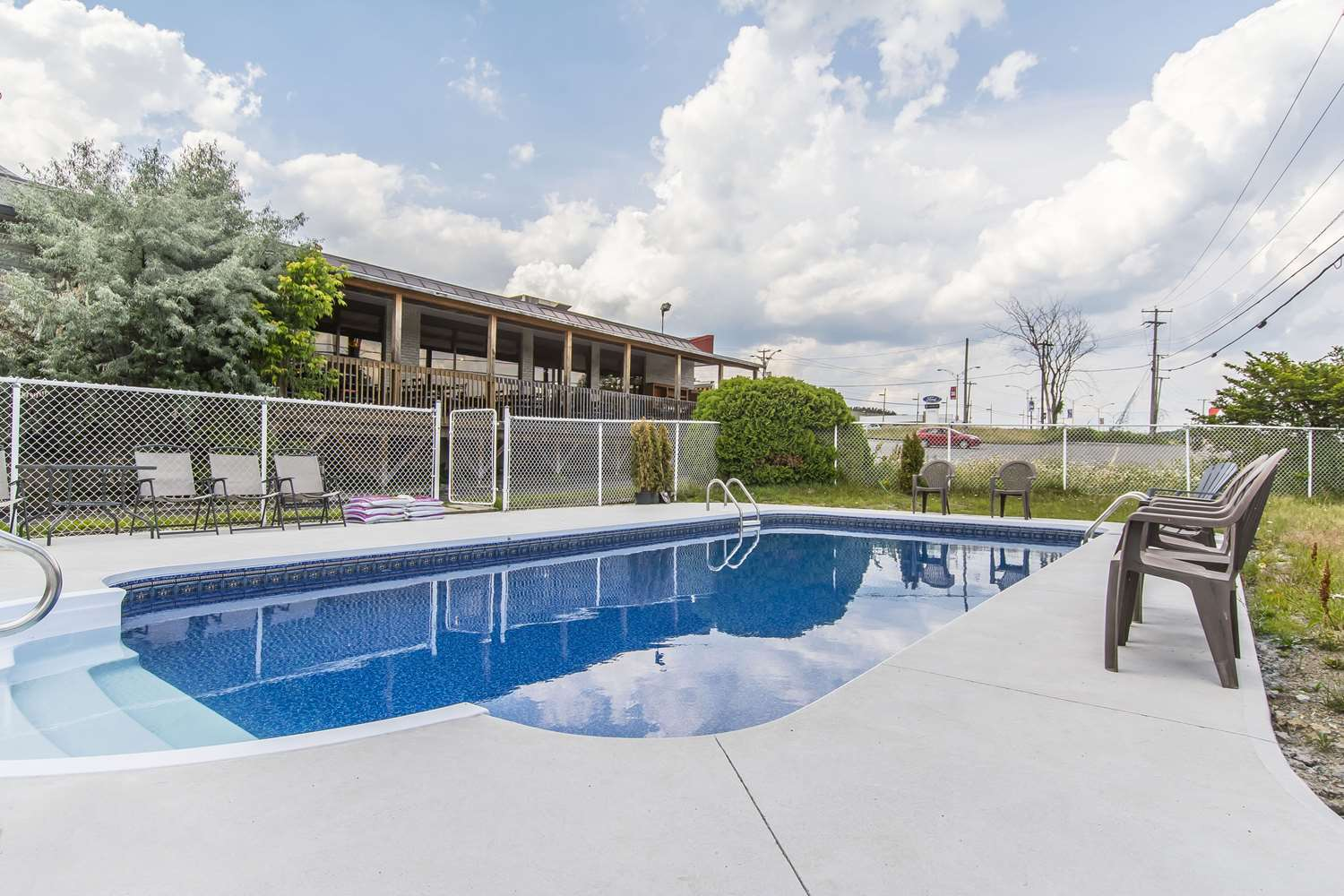 Pool - Quality Hotel & Suites Sherbrooke