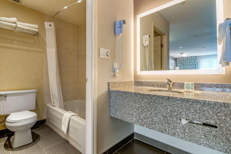 Room - Quality Inn Kamloops