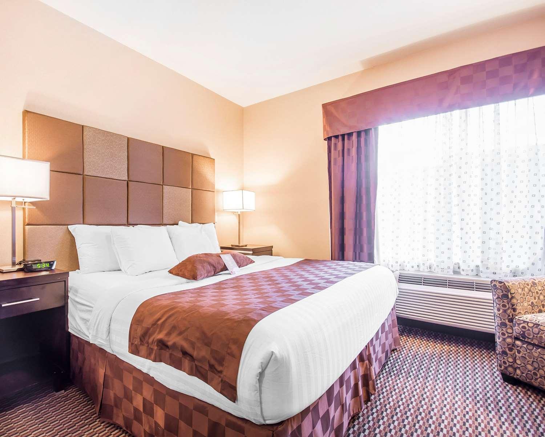 Room - Comfort Suites East Kelowna