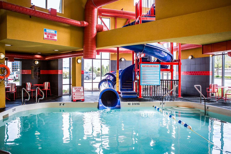Pool - Comfort Suites East Kelowna