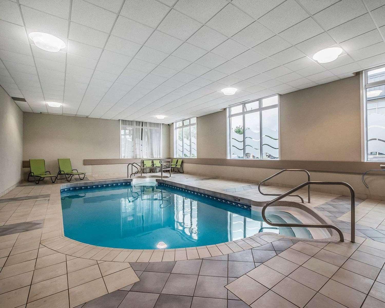 Pool - Quality Suites Drummondville