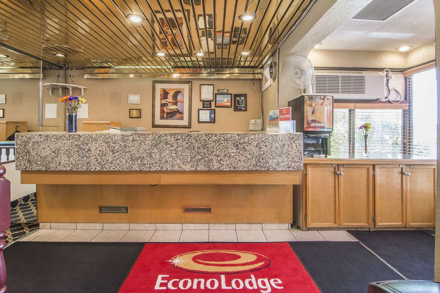 Lobby - Econo Lodge Village Calgary