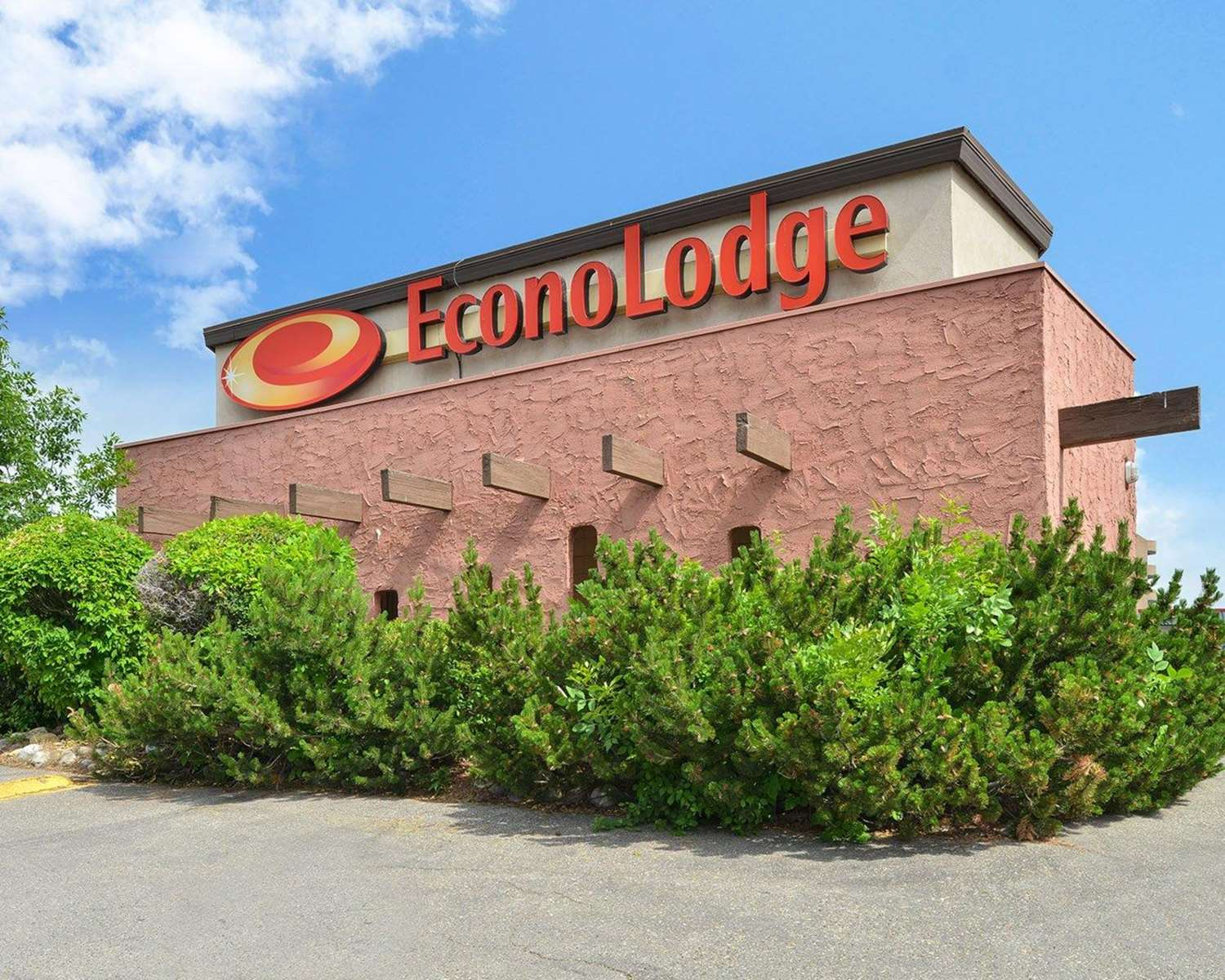 Exterior view - Econo Lodge Village Calgary