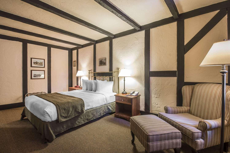 Room - Quality Inn Waddling Dog Saanichton