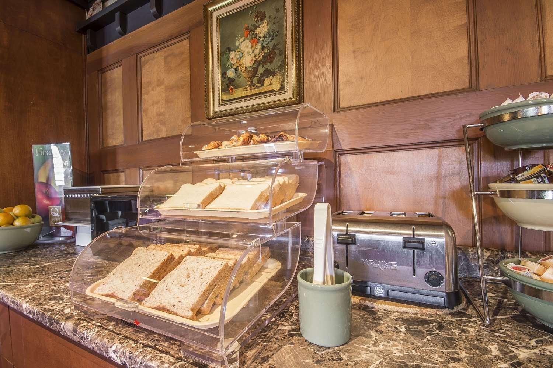 Restaurant - Quality Inn Waddling Dog Saanichton