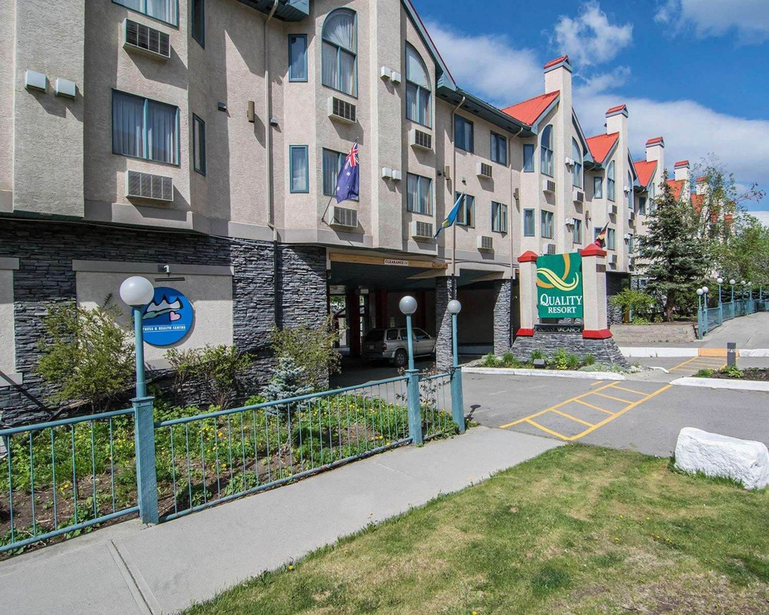 Exterior view - Quality Resort Chateau Canmore