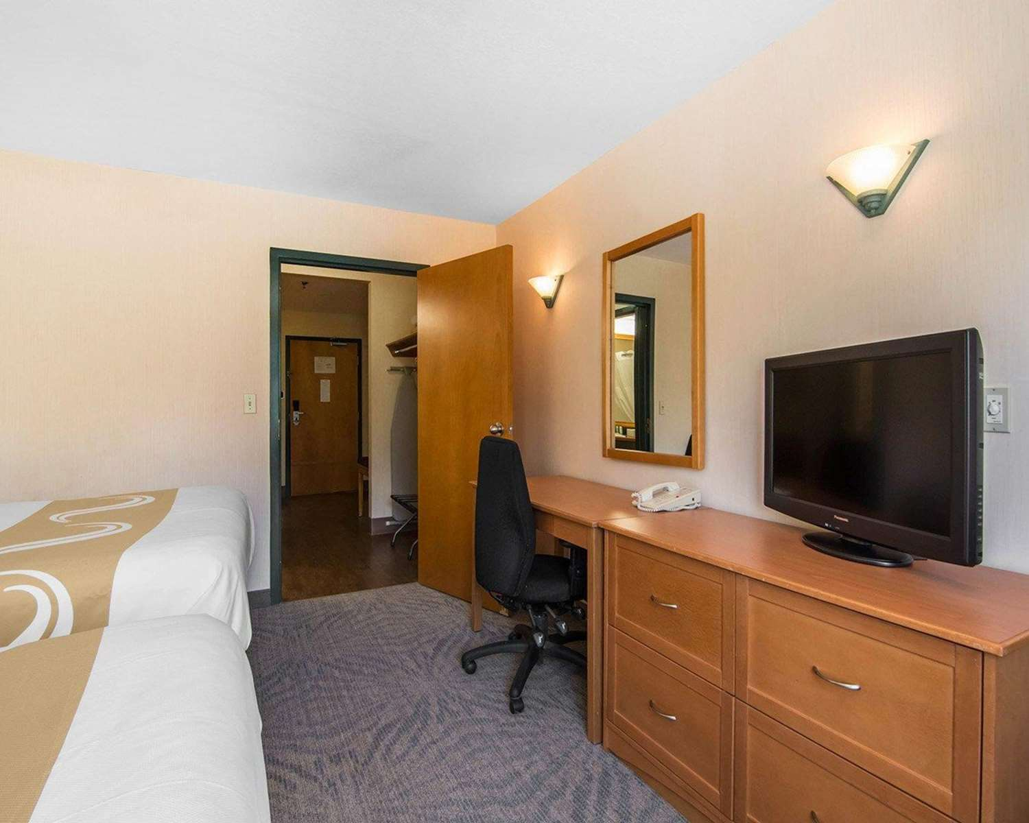 Room - Quality Resort Chateau Canmore
