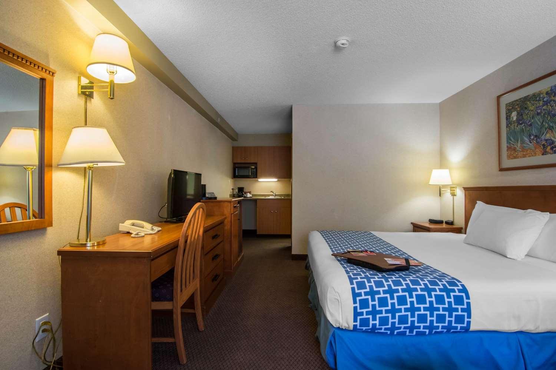 Room - Econo Lodge Inn & Suites University Calgary
