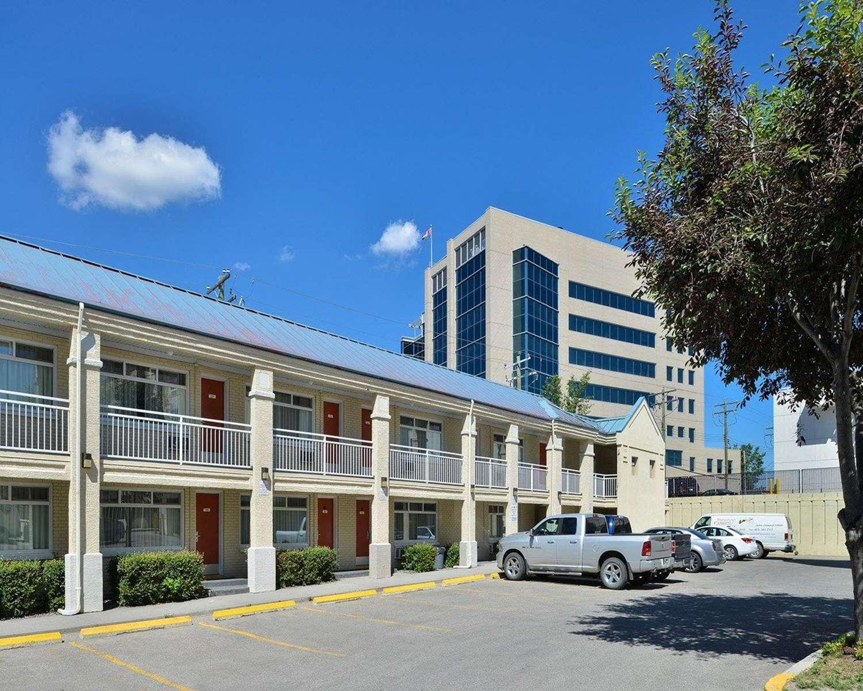 Exterior view - Econo Lodge Inn & Suites University Calgary