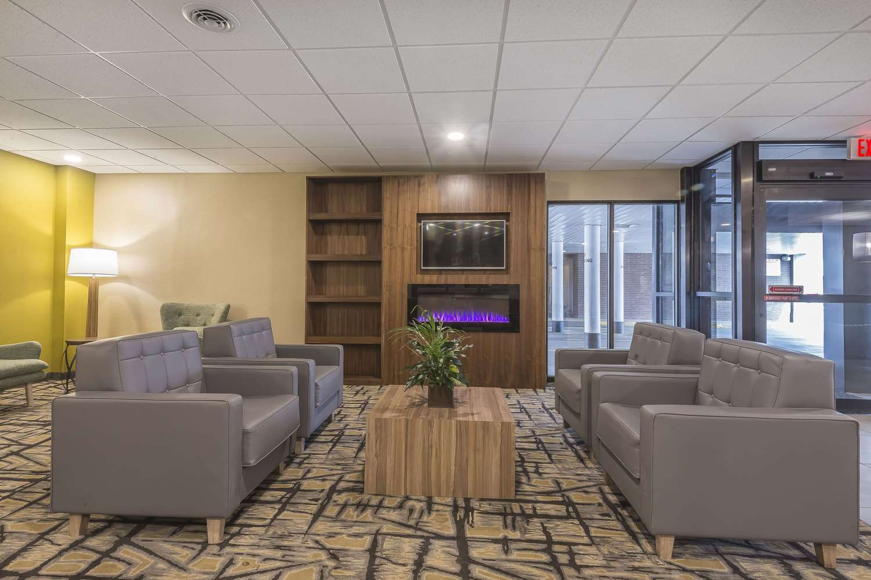 Lobby - Quality Inn & Suites Downtown Windsor