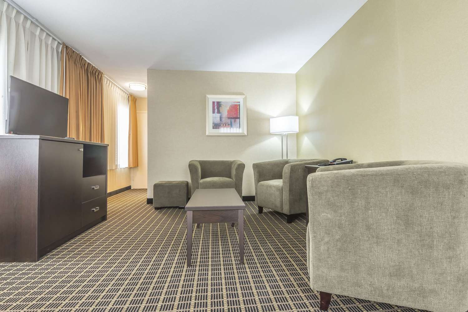 Room - Quality Inn & Suites Downtown Windsor