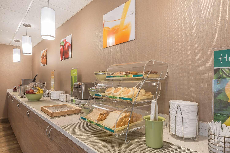 Restaurant - Quality Inn & Suites Downtown Windsor