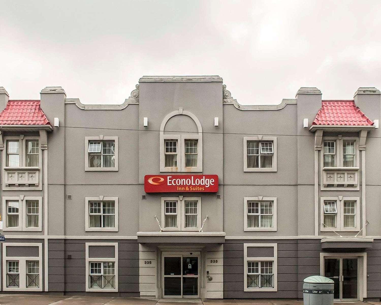 Exterior view - Econo Lodge Inn & Suites Toronto