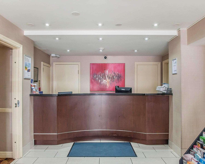 Lobby - Econo Lodge Inn & Suites Toronto