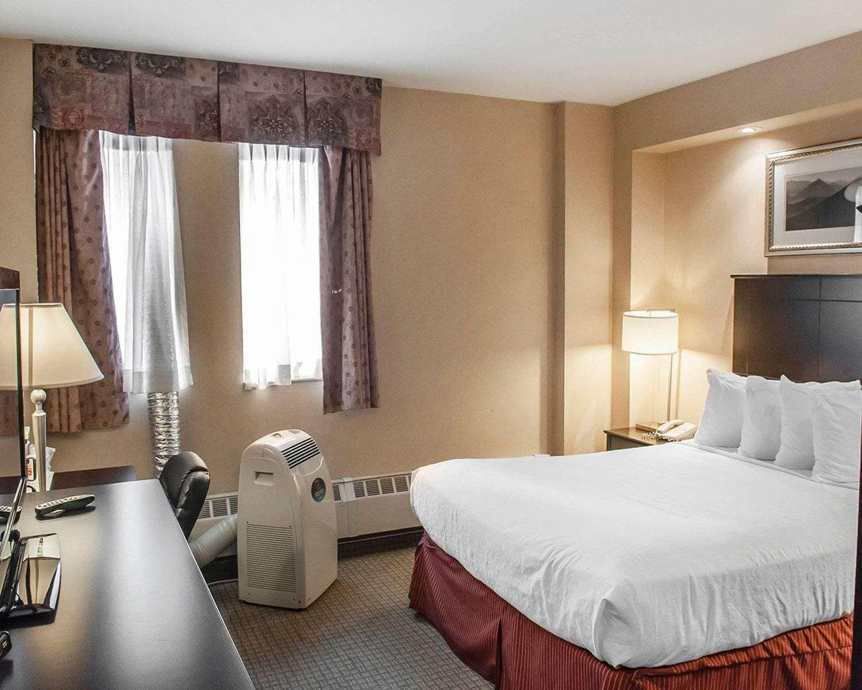 Room - Econo Lodge Inn & Suites Toronto