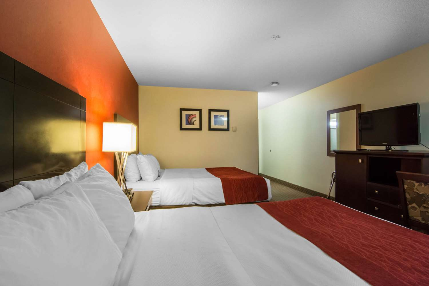 Room - Comfort Inn & Suites Airport Calgary