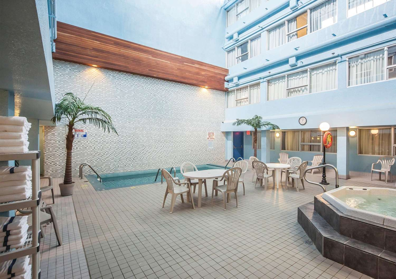 Pool - Comfort Inn & Suites Edmonton