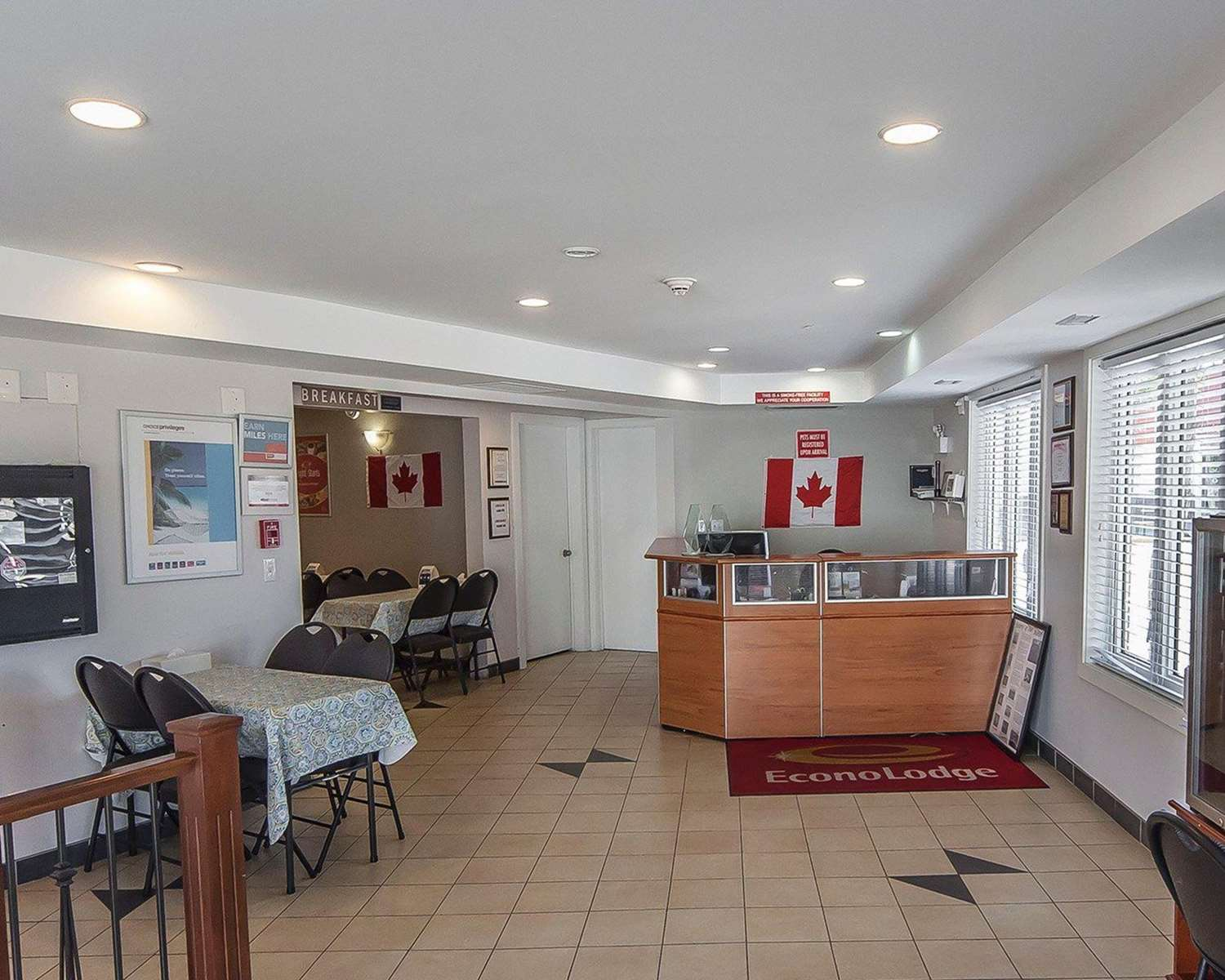 Lobby - Econo Lodge Inn & Suites Drumheller
