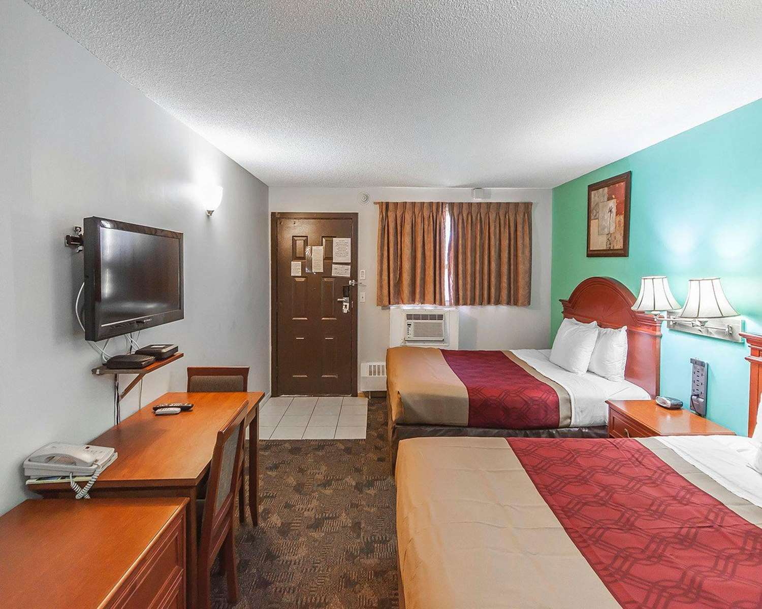 Room - Econo Lodge Inn & Suites Drumheller
