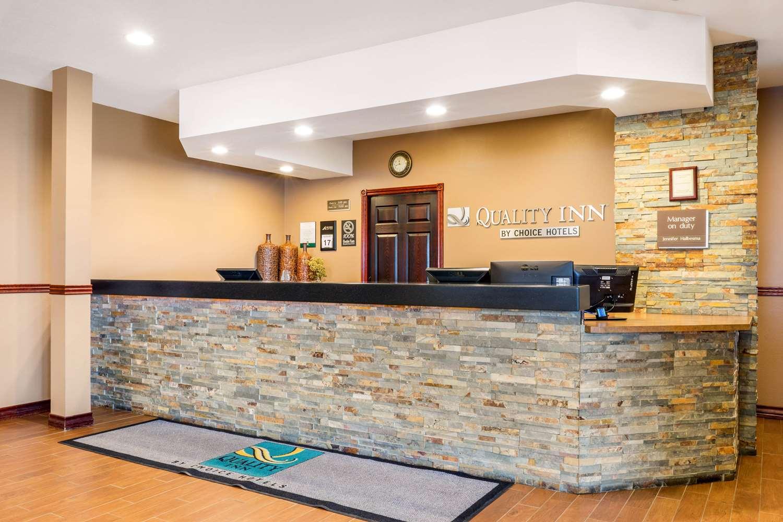 Lobby - Quality Inn Winkler