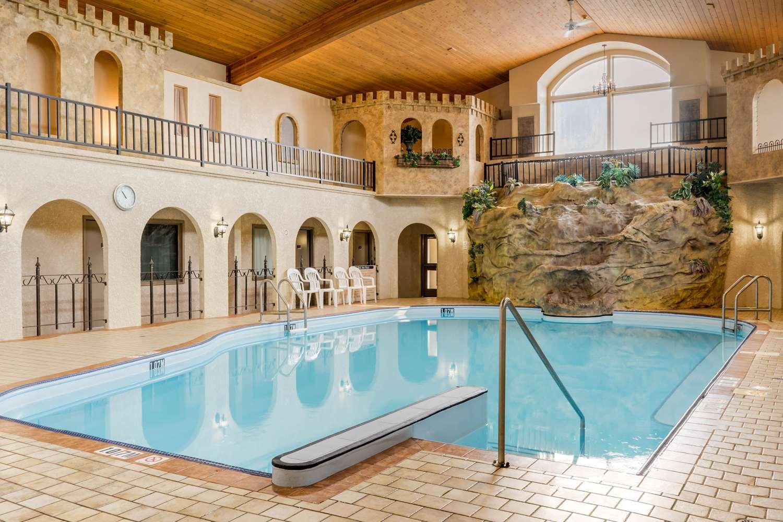 Pool - Quality Inn Winkler