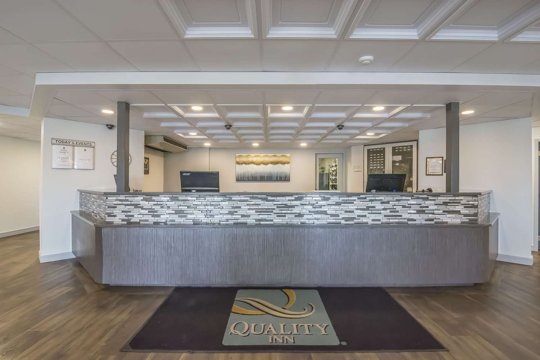 Lobby - Quality Inn West Edmonton