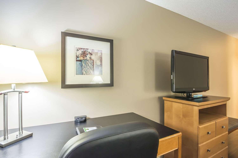 Suite - Quality Inn West Edmonton
