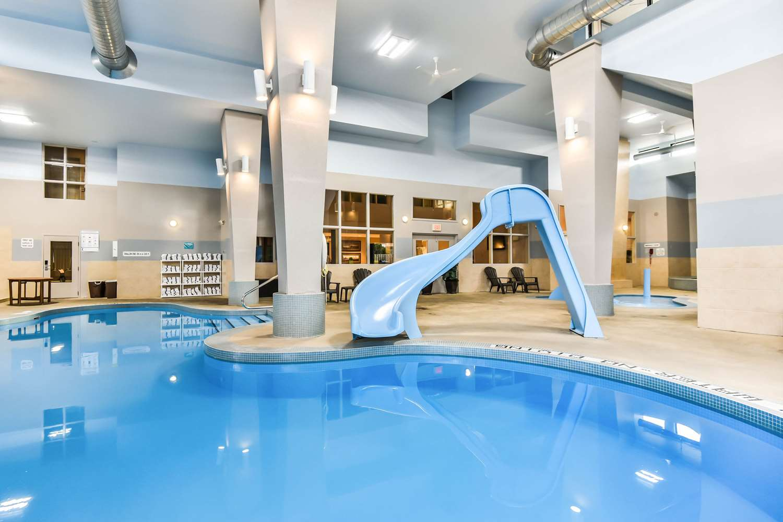 Pool - Comfort Inn & Suites Ambassador Bridge Windsor