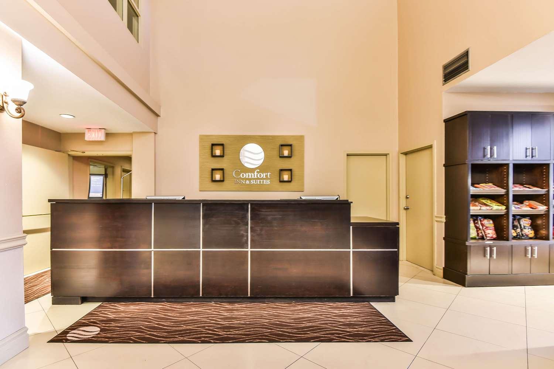 Lobby - Comfort Inn & Suites Ambassador Bridge Windsor