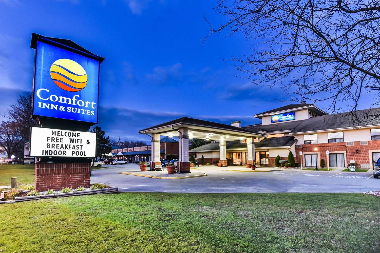 Exterior view - Comfort Inn & Suites Ambassador Bridge Windsor