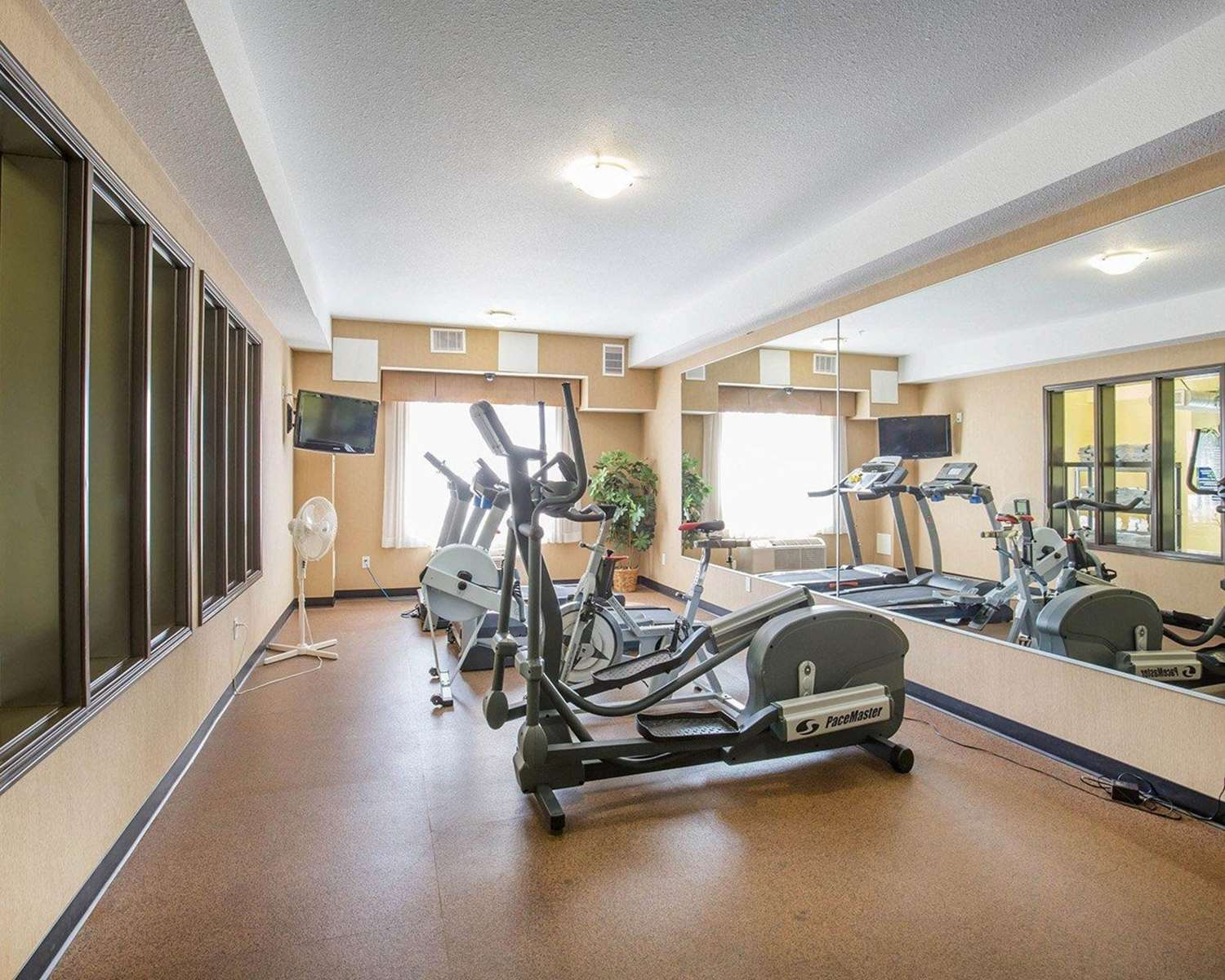 Fitness/ Exercise Room - Comfort Inn & Suites Airdrie