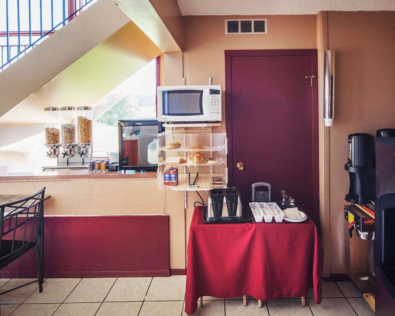 Restaurant - Econo Lodge Edson