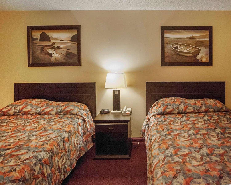 Room - Econo Lodge Edson