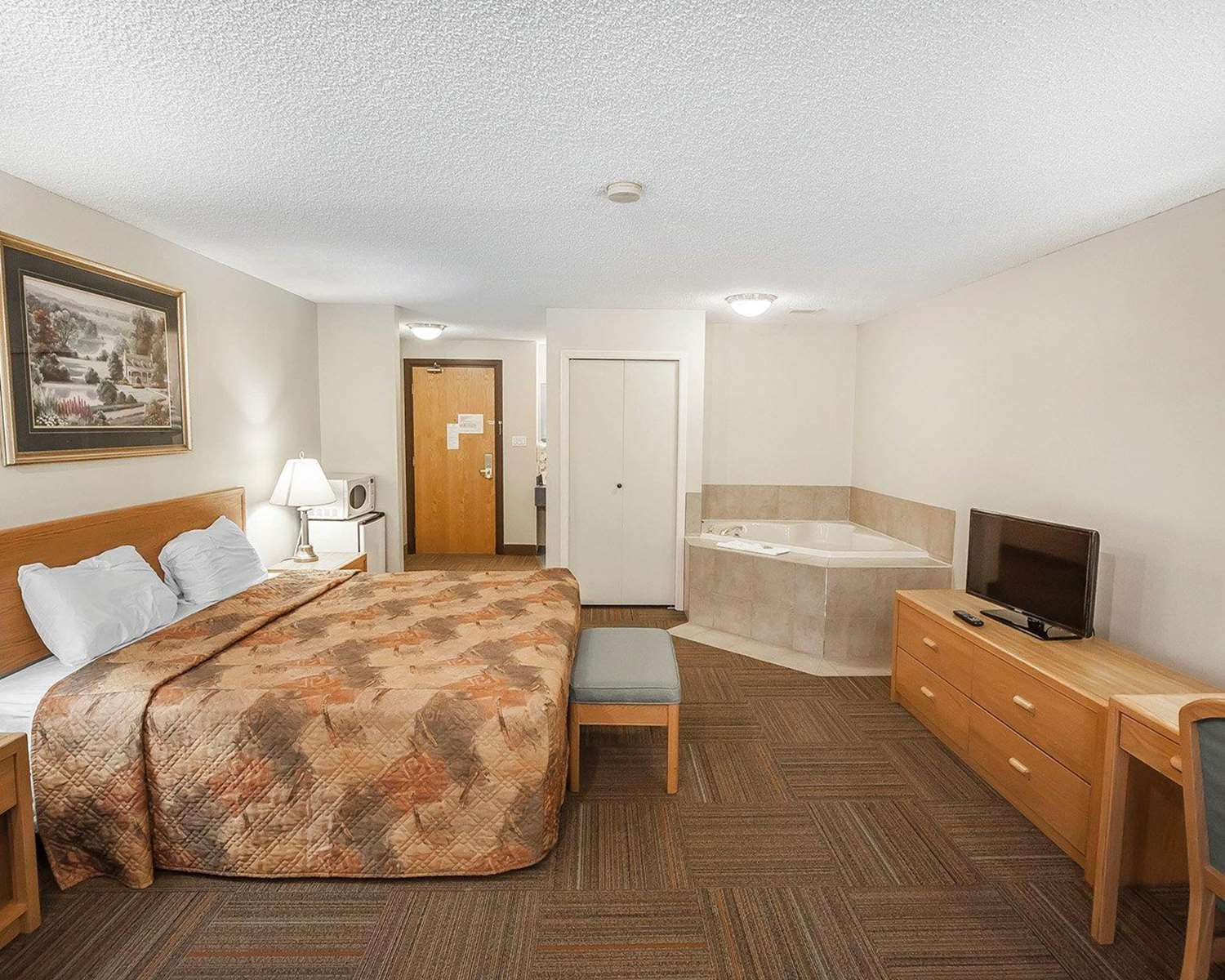 Room - Econo Lodge & Suites Hinton