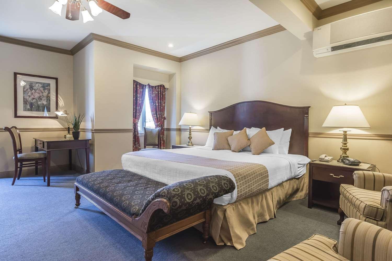 Inn on the Lake Fall River, NS - See Discounts