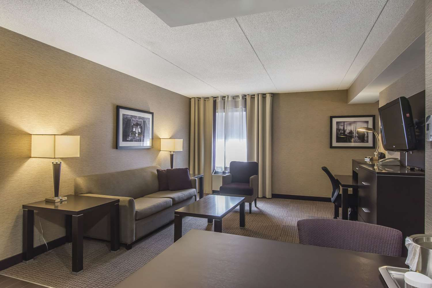 Room - Quattro Hotel & Conference Centre Sault Ste Marie