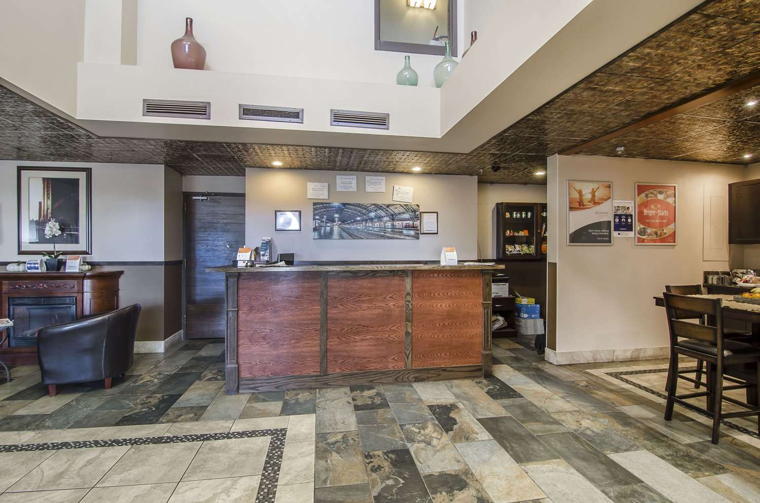 Lobby - Econo Lodge Lloydminster