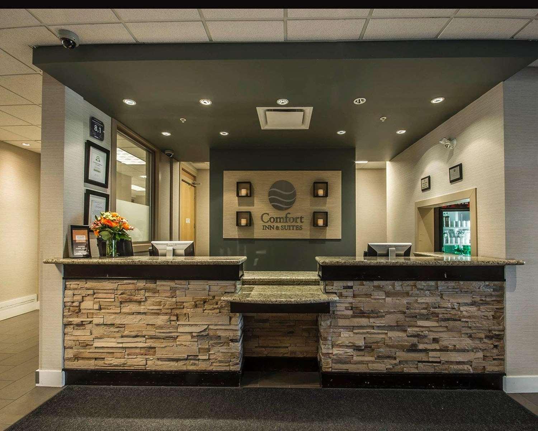 Lobby - Comfort Inn & Suites Surrey