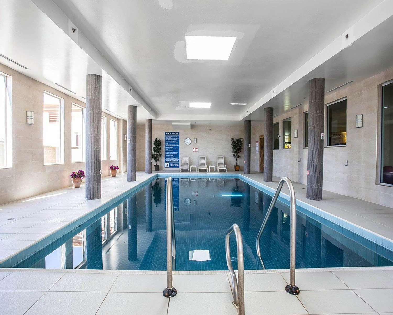 Pool - Comfort Hotel Halifax