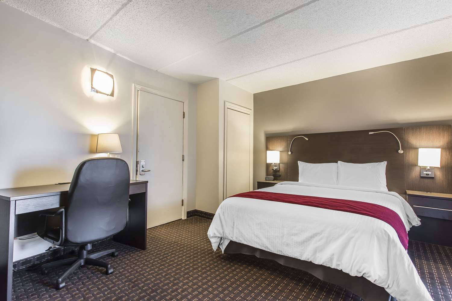 Room - Econo Lodge Granby