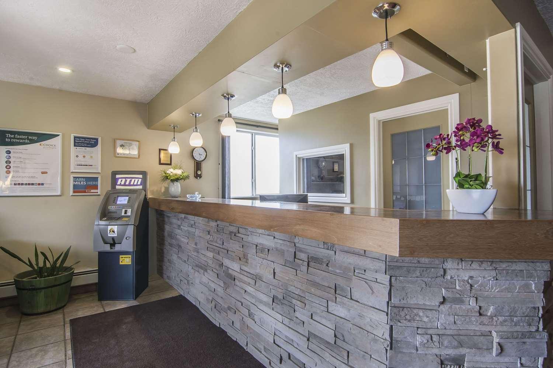 Lobby - Econo Lodge Inn & Suites High Level