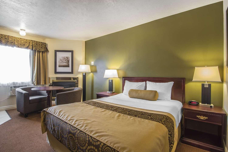 Room - Econo Lodge Inn & Suites High Level