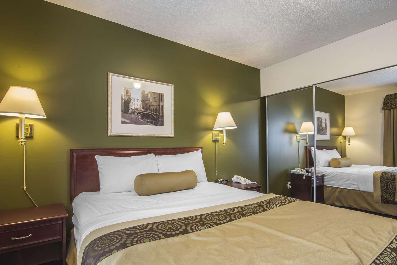 Suite - Econo Lodge Inn & Suites High Level